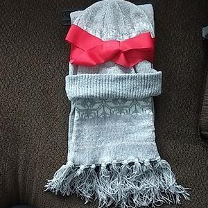🆕Women's light gray, white & pink scarf & hat set